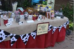 This will be my table layout cowboy tablescape.I love the burlap with red underneath. Then add the cow banner! Farm Animal Party, Farm Animal Birthday, Barnyard Party, Farm Birthday, Farm Party, Rodeo Party, Cowboy Theme Party, Cowboy Birthday Party, 2nd Birthday Parties