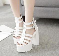 05eac469b09db8 Sandales style spartiates à talons et plateformes blanches - Chaussures -  THE FASHION PARADOX