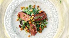 Věřím, že jste o salátu s takovým názvem v životě neslyšeli. A věřte, že to vaše gastro znalosti nijak nedegraduje. Tenhle salát jsem si totiž vymyslela sama. Chana Masala, Salmon Burgers, Tuna, Guacamole, Steak, Beef, Fresh, Ethnic Recipes, Food