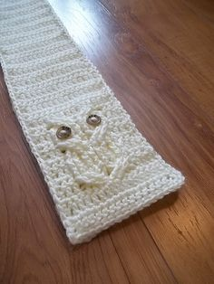 Ravelry: It's a Hoot! Owl Scarf pattern by Carlinda Lewis. I so want this pattern