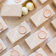 What better way to celebrate the first #weddingwednesday of 2018 than with these adorable homemade truffle boxes by @lovestruckevent 💕 .…