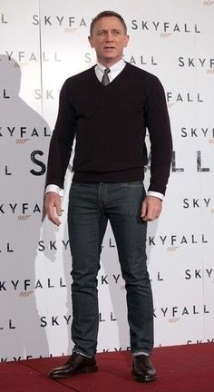 Mens Style Discover How to wear brogues men mens fashion Ideas Mode Masculine Daniel Craig Style Gentleman Stil Moda Formal Style Masculin Herren Style Sweaters And Jeans Hommes Sexy Well Dressed Men Gentleman Mode, Gentleman Style, Mode Masculine, Dresscode Business, Daniel Craig Style, James Bond Style, Style Masculin, Herren Style, Hommes Sexy