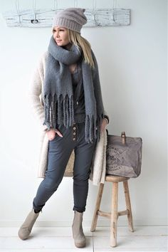 Bypias scarfs www.bypias.com #scarf #bypias #accessories #boho #cosy #black #grey #ootd #fashion Mature Fashion, Trendy Fashion, Boho Fashion, Fashion Looks, Fashion Outfits, Womens Fashion, Fashion Trends, Fasion, Casual Street Style