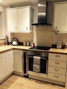 Cream shaker style kitchen. Subway tiles & solid oak worktops.