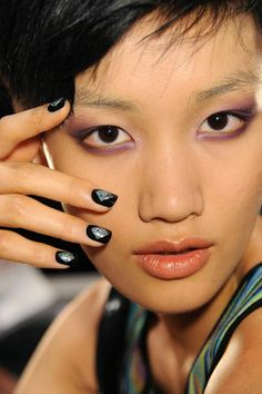 aa nicole-miller-spring-2013-backstage-makeup-nails