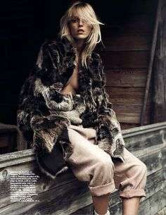 vogue paris' october issue - Anja Rubik looks like a little girl lost in the 'Into the Wild' editorial featured in Vogue Paris' October issue. Rubik may be . Fashion Shoot, Fashion Week, Love Fashion, Editorial Fashion, Trendy Fashion, Winter Fashion, Vogue Editorial, Anja Rubik, Vogue Paris