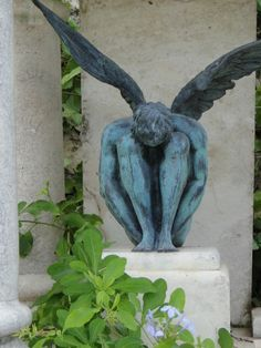 Angel sculpture from a cemetery in Mexico. Cemetery Angels, Cemetery Statues, Cemetery Art, Angel Statues, Statue Ange, Old Cemeteries, Graveyards, Angel Images, Ange Demon