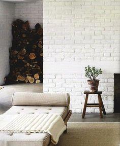 White Brick, daybed