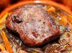 FRIPTURA DE PORC CU SOS DE VIN ROSU My Favorite Food, Favorite Recipes, Chicken Steak, Romanian Food, No Cook Desserts, Cordon Bleu, Health Diet, Food Videos, Chicken Recipes