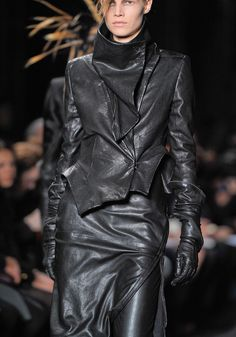 Ann Demeulemeester Fall 2012 RTW - Details - Fashion Week - Runway, Fashion Shows and Collections - Vogue