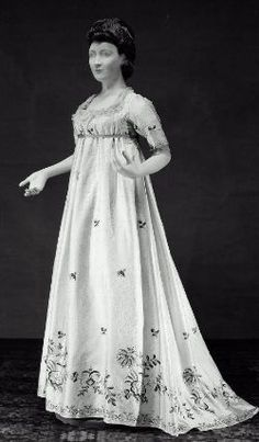 Gown, ca. 1795; MFA 46.42
