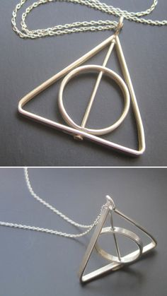 Handmade with a spinning center ring! Colar Harry Potter, Harry Potter Schmuck, Bijoux Harry Potter, Objet Harry Potter, Harry Potter Deathly Hallows, Harry Potter Tattoos, Harry Potter Outfits, Harry Potter Cast, Harry Potter Christmas
