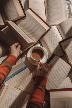 Brown Aesthetic, Aesthetic Photo, Aesthetic Pictures, Aesthetic Women, Aesthetic Art, Good Books, Books To Read, Sell Books, How To Read More