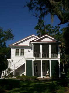 2 bedroom apartment (over a garage) has screened-in porch, I love ...