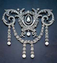 Diamonds and Rhubarb ®: French Jewelry Today, Part 1- Cartier 1909 Diamond Necklace. The blonde in the pic.