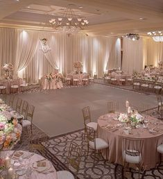 Blush & White Hochzeit am St. Hochzeit geplant von Kevin Co… Blush & White Wedding at St. Wedding planned by Kevin Covey Wedding and event coordination. Photograph by Christine Bentley Quince Decorations, Gold Wedding Decorations, Wedding Centerpieces, Decor Wedding, Debut Decorations, Ceremony Decorations, Wedding Deco Ideas, Wedding Theme Ideas Unique, Candy Centerpieces