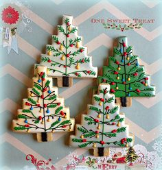 Learn How to make delicious Christmas cookies at home with these easy steps. Christmas Tree Cookies, Iced Cookies, Christmas Sweets, Christmas Cooking, Christmas Goodies, Holiday Desserts, Holiday Cookies, Xmas Food, Fancy Cookies
