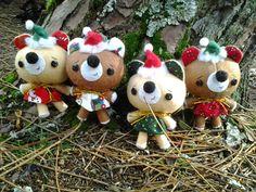 Los mundos de Esthercita: Ayudantes de Santa Claus Christmas Ornaments, Holiday Decor, Home Decor, Saints, Plushies, Felting, Presents, Decoration Home, Room Decor