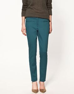 My dear cigarette pants . I finally found you. Now if only you come in black. Turquoise Pants Outfit, Blue Pants Outfit, Teal Outfits, Colourful Outfits, Fall Travel Wardrobe, Zara Trousers, Fall Outfits For Work, Professional Attire, Colored Pants