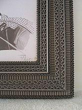 Carton Noir -ENCADREMENTS - Cécile Chappuis : pièces uniques en carton. Miroirs, encadrements, luminaires, objets