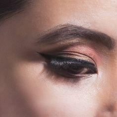 LASHES speak louder then WORDS 😍 🔥 @anamta_hashmi #hudabeauty #hudabeautyrosegoldpalette#eyemakeup #makeupblogger #makeuptutorial…