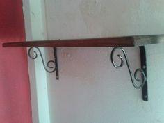 estante con ménsula de hierro forjado artesanal