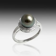 I'm obsessed with pearls in general, but especially black pearls!!