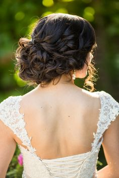 Rückenfreies-Kleid-Dutt-freie-Strähne