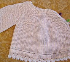 Free knitting pattern for prem - Salvabrani Knitted Baby Cardigan, Crochet Jacket, Ropa Free People, Tricot Baby, Spool Knitting, Free Knitting, Baby Barn, Baby Girl Sweaters, Baby L