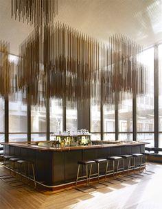 Le Four Seasons de New York.  Le bar de la Grill Room est surmonté d'une sculpture en bronze de Richard Lippold. © Jason Schmidt