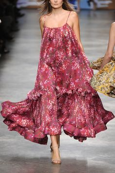 Stella McCartney Floral Dress  #topdress #duongdayslook #FloralDress #Floral #Dresses #womenfashion  www.2dayslook.com