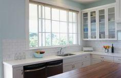 idea for small kitchen: pick light colour