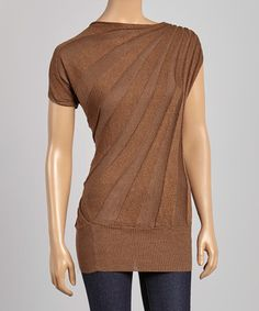 Love this tunic--the color, the sunburst of lines shoulder-to-hip: Awesome! Except I'm too short to pull this kind of tunic off. :-P #zulilyfinds