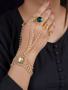 Fancy Jewellery, Stylish Jewelry, Fashion Jewelry, Indian Jewelry Sets, Bridal Jewelry Sets, Hand Bracelet With Ring, Jewelry Design Earrings, Gold Bangles Design, Hand Jewelry