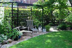 Pergola Ideas For Small Backyards Patio Seating, Pergola Patio, Pergola Plans, Backyard Landscaping, Pergola Kits, Back Gardens, Outdoor Gardens, Landscape Design, Garden Design