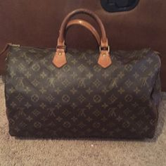 Authentic Louis Vuitton speedy 40 Beautiful speedy 40 this is a nice LARGE bag=L:15 H: 9  W: 7.5 this is a vintage bag with TONS of life left, date code MB0920 comes W the lock lost the key, The inside is spotless and the canvas is in excellent condition. Piping and handles show wear but is all intact. The zipper pull will need to be replaced soon (simple fix at LV)I've just been using the actual hardware pull. *THERE ARE MORE PICS IN A SEPARATE LISTING IN MY CLOSET *$415 + free ship on…