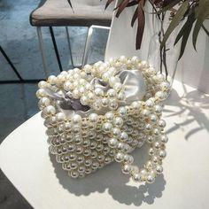 Pearl Beaded Handbag - Bags and Purses 👜 Fall Handbags, Tote Handbags, Fashion Handbags, Purses And Handbags, Fashion Bags, New Fashion, Fall Bags, Minimalist Bag, Beaded Bags
