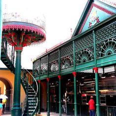 O Mercado Municipal de Carnes Francisco Bolonha em Belém (PA), fica no Centro Histórico da capital paraense e faz parte da maior feira livre da América Latina, a Ver-o-Peso (Foto: @marcos_aalvees).