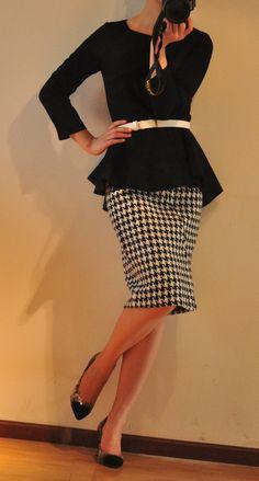 Houndstooth Pencil Skirt Black Peplum Top Skinny White Belt and Black High Heels Modest Wear, Modest Outfits, Modest Fashion, Cute Outfits, Fashion Outfits, Womens Fashion, Houndstooth Skirt, Work Attire, Swagg