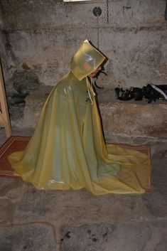 Hermann Victoria Latex - Google Search Latex Wear, Rain Cape, Latex Lady, Rubber Raincoats, Rain Wear, Aurora Sleeping Beauty, Victoria, How To Wear, Beautiful