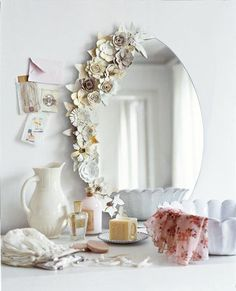 paper flowers on mirror at Marie Claire Idées. should do something like this to my bedroom vanity mirror. Diy Dorm Decor, Dorm Decorations, Room Decor, Wall Decor, Flower Mirror, Flower Frame, Diy Casa, Creation Deco, Diy Mirror