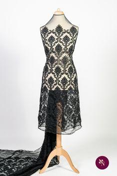 Dantelă neagră pe bază din tulle elastic cu ochiuri mici, de aceeași nuanță. Dantelă cu design baroc realizat din fir mat negru. Modelul dantelei este amplu, desfășurat pe întreaga suprafață a materialului. Dantela poate fi utilizată pentru confecționarea rochiilor de ocazie și a altor articole vestimentare. High Low, Formal Dresses, Design, Fashion, Dresses For Formal, Moda, Formal Gowns, Fashion Styles