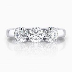 #Anillos de #Compromiso #oro blanco 18k con 3 #diamantes. https://www.clemenciaperis.com/es/anillos-de-diamantes/anillos-de-compromiso-de-oro-blanco-18k-3-diamantes-copia
