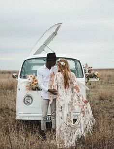 hippie wedding 195202965083514443 - Wild and Free Wedding Inspiration // vw wedding bus Source by totteimagery Pnina Tornai, Bohemian Bride, Boho Gypsy, Bohemian Weddings, White Bohemian, Gypsy Decor, Gypsy Soul, Indian Weddings, Bohemian Style