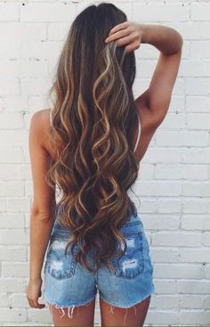 Obsessed with this long mermaid curls. Perfect for the spring and summer heat.