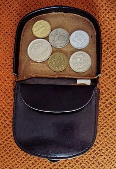 Old coin wallets My Childhood Memories, Sweet Memories, Nostalgia, Vintage Soul, Retro Vintage, The Old Days, Ol Days, Do You Remember, Old Tv