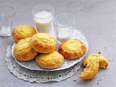 Appelsiiniset pikapullat syntyvät  kädenkäänteessä, koska kohotusta ei tarvita. Nämä leivonnaiset kannattaa nauttia mahdollisimman tuoreina.