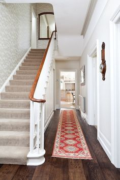 15 Victorian Hallway Interior Designs You'd Love To Have In Your Home – carpet stairs Victorian Hallway, Victorian Terrace, Victorian Homes, Stair Handrail, Banisters, Stair Rods, Style At Home, Edwardian Haus, Balustrades