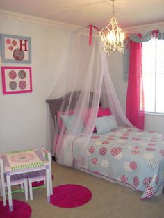 Toddler room with unique color scheme