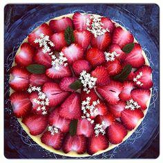 #elderflower #strawberry #cheesecake ...aneb když závidíte @chezlucie ty tuny, co má napečený na #apetitpiknik ...tak a je to venku:)